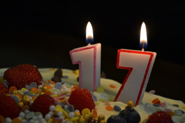 chocolate birthday cake with 17 candles 1 600x400