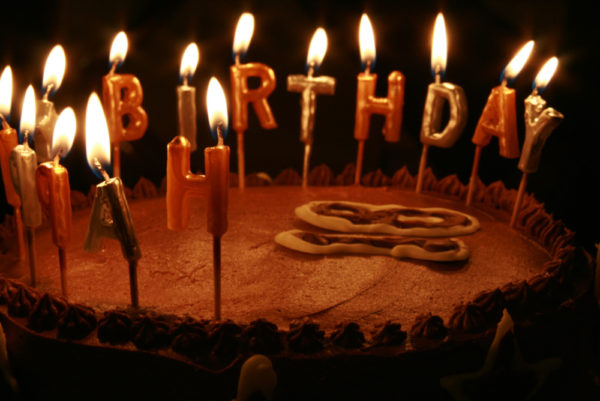 chocolate birthday cake with 17 candles 3 600x401
